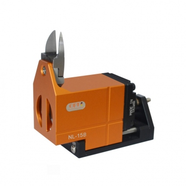Displacement pneumatic scissors Plastic nozzle cutting tool